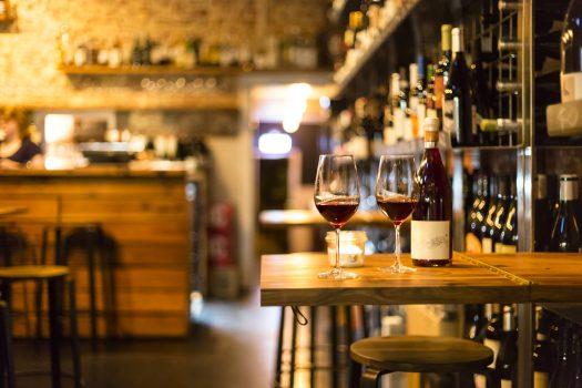 Τα καλύτερα wine bars της Αθήνας και πού να τα βρείτε