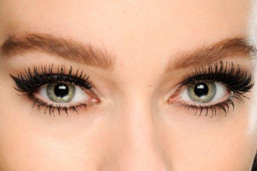 Μακριές βλεφαρίδες: 9 tips για να τις αποκτήσεις χωρίς… μάσκαρα