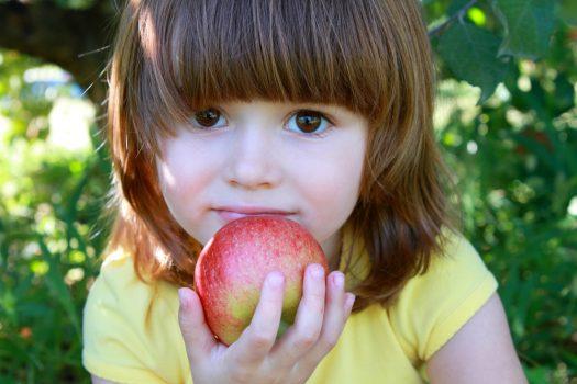 Πώς να μάθεις το παιδί να τρώει υγιεινά