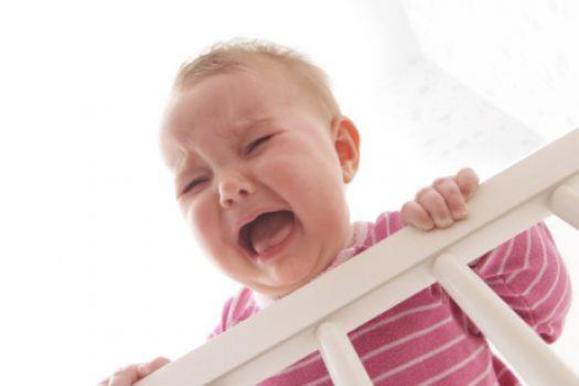 Το μωρό δεν θέλει να μείνει καθόλου μόνο του; Είναι φυσιολογικό;