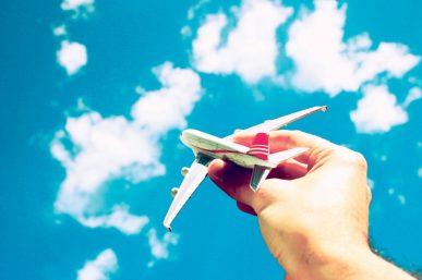 Φθηνά αεροπορικά εισιτήρια: Έξυπνα tips για να βρίσκετε τις καλύτερες τιμές