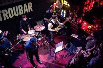 Εννέα σούπερ μπαράκια με ελεύθερη είσοδο για live μουσικές στην Αθήνα