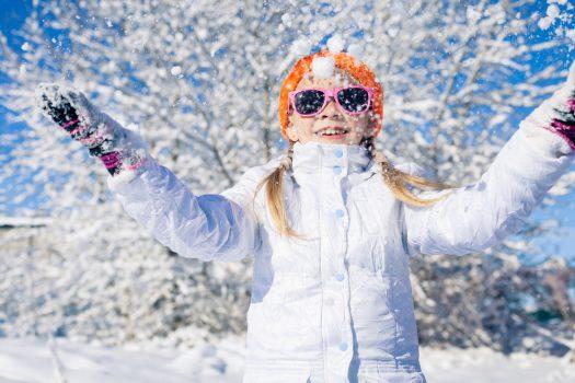 Με το παιδί στα χιόνια: Τι πρέπει να προσέχετε για ασφαλείς βόλτες