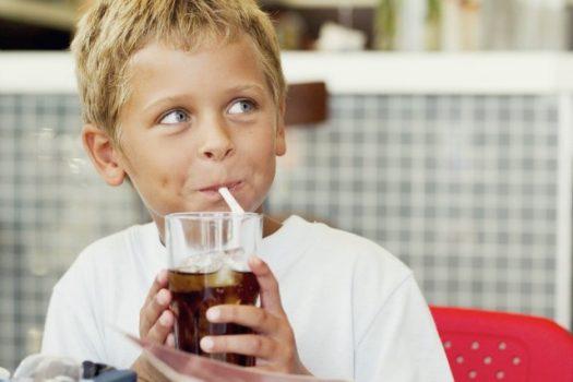 Γιατί τα αναψυκτικά βλάπτουν σοβαρά την υγεία των παιδιών