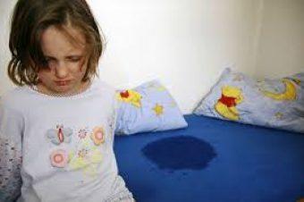Νυχτερινή ενούρηση στα παιδιά: Πότε να ανησυχήσουν οι γονείς