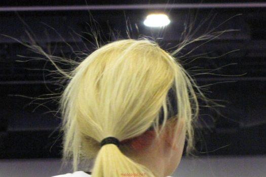 Ηλεκτρίζονται τα μαλλιά σου; 4+1 τρόποι για να τα δαμάσεις τώρα. Διάβασε το