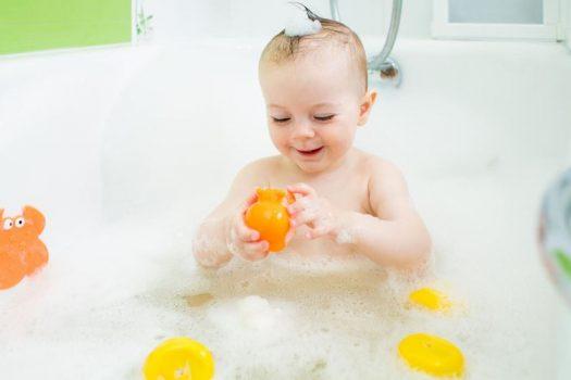Πώς να κάνετε μπάνιο το παιδί στο ντους με ασφάλεια