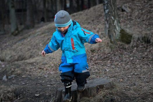 Πώς να ντύσετε το παιδί στο κρύο, σύμφωνα με την Αμερικάνικη Ακαδημία Παιδιατρικής