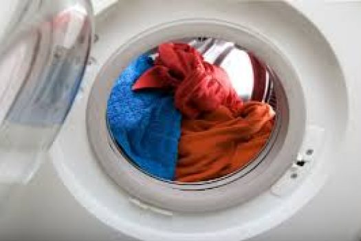 Ξέβαψαν τα ρούχα στο πλυντήριο; Δες πώς να τα επαναφέρεις