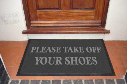 Ποτέ ξανά με τα παπούτσια μέσα στο σπίτι. Δείτε γιατί