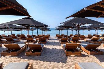 Μπάνιο στην Αττική: Ποιες οι ωραιότερες δωρεάν παραλίες και οι… πανάκριβες