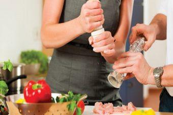 Κακός χαμός: Πώς πασίγνωστη μαγείρισσα της τηλεόρασης τρομοκρατεί τα Βόρεια προάστια