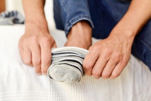 Προσοχή: Γιατί δεν πρέπει να φοράτε τις ίδιες κάλτσες για δεύτερη μέρα. Ποιο το κακό στην υγεία