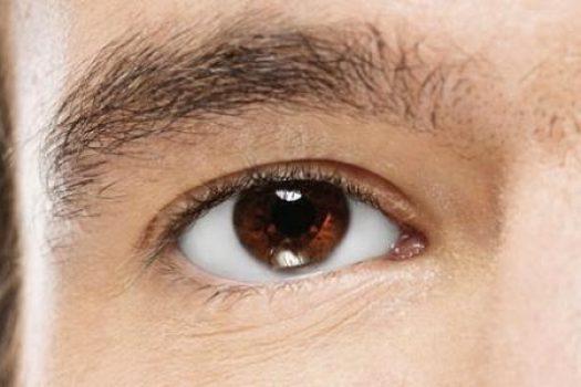 Προσοχή στα μάτια: Ποιες σοβαρές ασθένειες φαίνονται μέσα τους