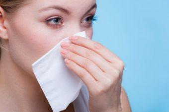 Βλέννα με αίμα στη μύτη: Τι δείχνει για υπέρταση, λοίμωξη, καρκίνο