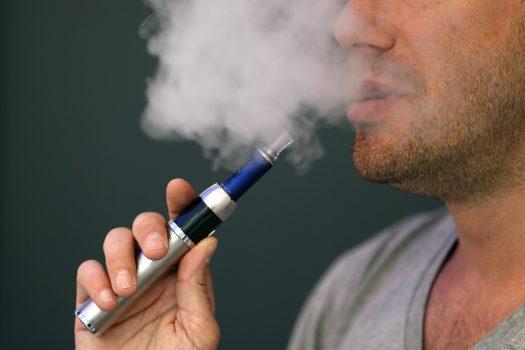 Τραγικός θάνατος από ηλεκτρονικό τσιγάρο: Ποιος ο καθημερινός λόγος. Κομμάτια εκτοξεύτηκαν στο κρανίο, τεράστια προσοχή