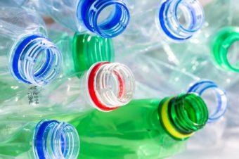 Προσοχή με πλαστικά μπουκάλια: Ποιοι κίνδυνοι για υγεία αν τα  ξαναχρησιμοποιείτε