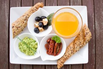 Ξεχάστε όσα ξέρατε  Ποιες 5 αγαπημένες τροφές δεν πρέπει να τρώτε ποτέ το  πρωί   a52b380d3a1